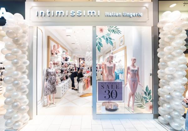 ebbbcfdc7e074f Założona w 1996 roku marka Intimissimi podbiła rynek bieliźniany dzięki  swoim wyjątkowym atrybutom, takim jak zmysłowy styl oraz urok, co w krótkim  okresie ...